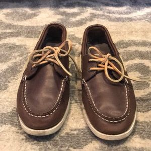 Brown top slider sperrys